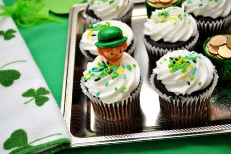 st patty day: Green Holiday Cupcakes