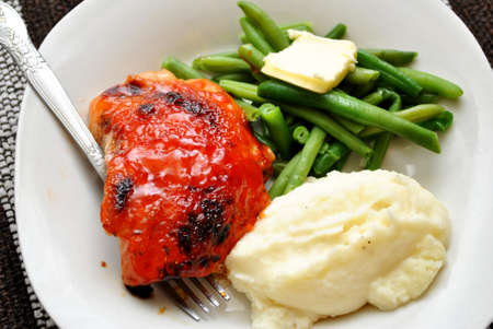 Crispy Chicken with Beans and Potatoes Banque d'images