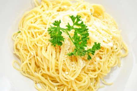 Ange pâtes cheveux avec fromage Parmesan et le persil Banque d'images - 26336994
