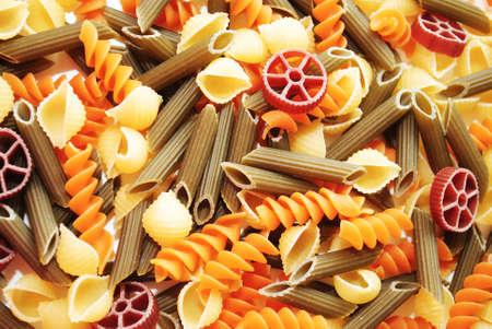 Contexte de différents aromatisés Pasta Shapes Banque d'images - 30482308