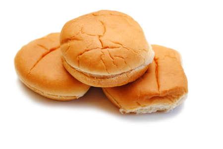 Drie Hamburgerbroodjes die over Wit worden geïsoleerd