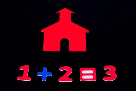 addition: Petite maison d'�cole rouge avec des num�ros ajout Banque d'images