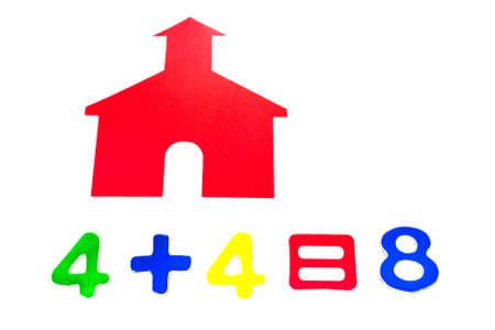 addition: Petite maison d'�cole rouge avec des chiffres d'addition Banque d'images