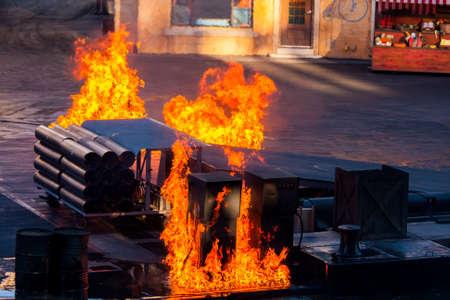breaking out: Incendio en el muelle