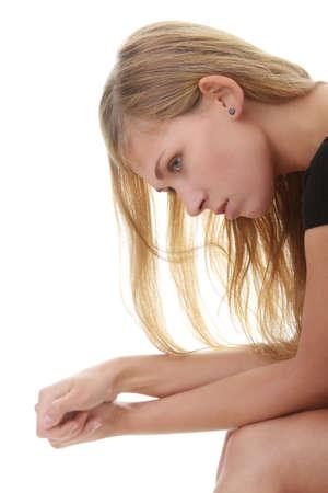 psyche: Joven y bella mujer deprimido - aislados en fondo blanco