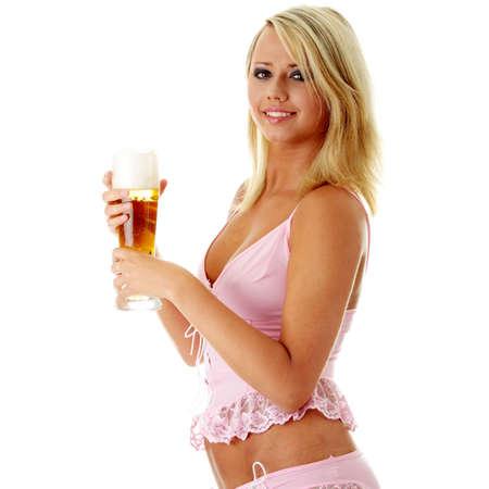 pilsner: Pareja atractiva rubia en lencer�a sexy la celebraci�n de una cerveza