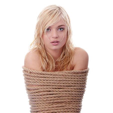 detenuti: La bella ragazza bionda legato con una corda - concetto di sequestro di persona