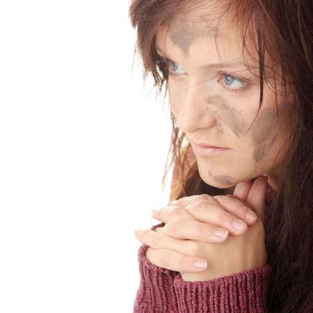 ungeliebt: Arme schmutzig caucasian Frau, die beten
