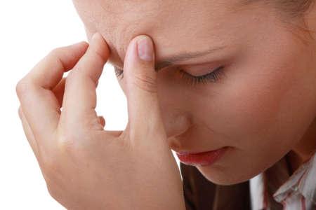 hoofdpijn: Vrouw met ernstige migraine hoofd pijn bedrijf in handen van hoofd