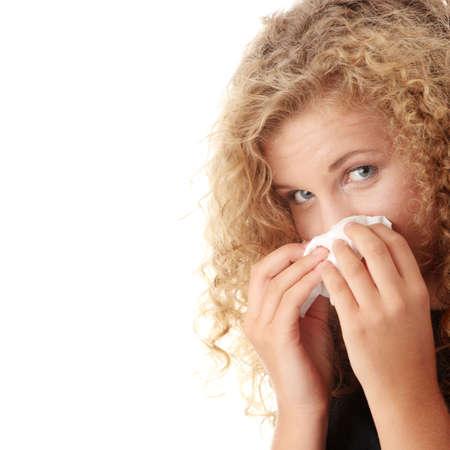 alergenos: Joven mujer rubia, habiendo un resfriado cerca hasta aislado sobre fondo blanco  Foto de archivo