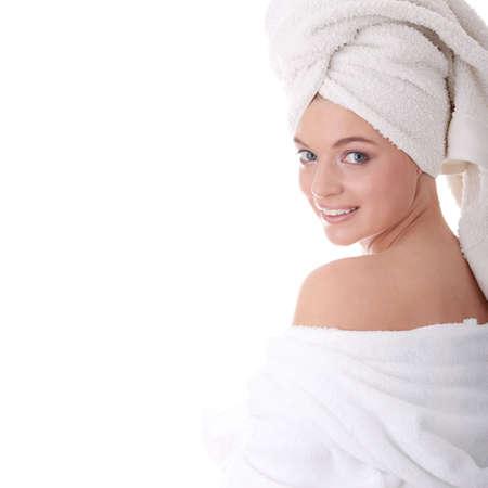 strandlaken: Portret van jonge mooie vrouw dragen van bad jas, geïsoleerd op wit