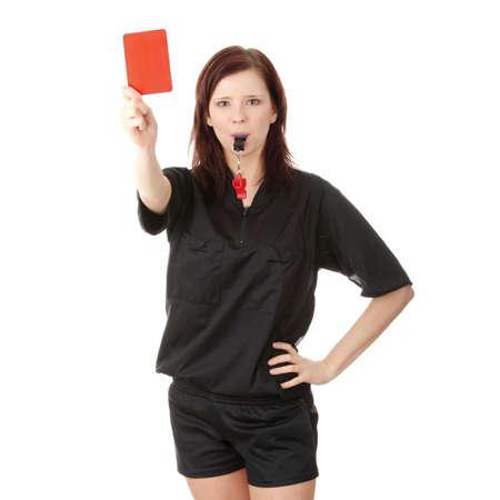Jonge vrouwelijke scheidsrechter de rode kaart, geïsoleerd op wit