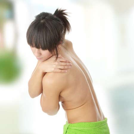 mujer de espaldas: Mujer desnuda desde detr�s. Concepto de dolor de espalda.