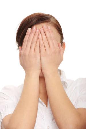 ashamed: Mujer de negocios turbulenta que cubre su rostro con las manos