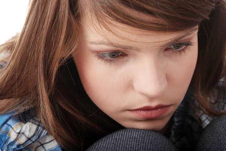 faccia disperata: Adolescente depressione - perduto amore - isolato su sfondo bianco
