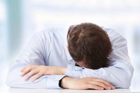 depresi�n: Hombre de negocios en la depresi�n con la mano en la frente  Foto de archivo