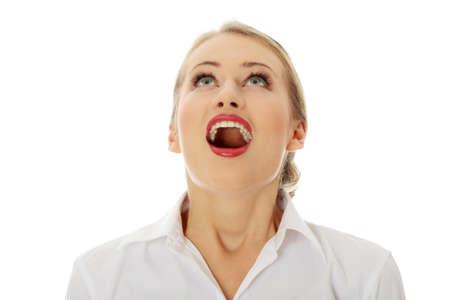 femme bouche ouverte: Surpris femme d'affaires heureux