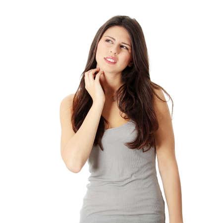 wysypka: MÅ'oda kobieta piÄ™kne scraching jej automatycznej. Samodzielnie na biaÅ'y Zdjęcie Seryjne