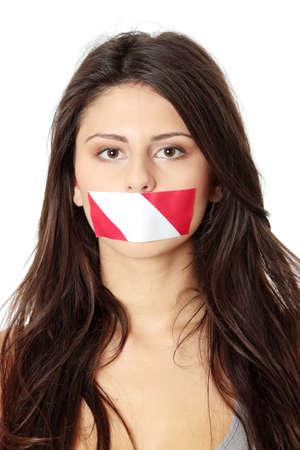 quiet adult: Libert� di discorso concetto. Donna giovane e bella con nastro rosso e bianco sulla sua bocca. Isolated on white Archivio Fotografico