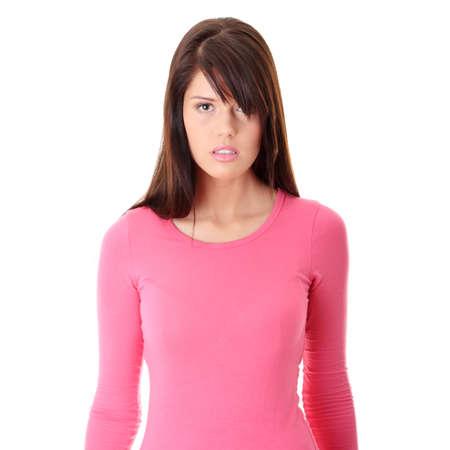 mujer enojada: Retrato de joven hermosa enojado, aislado en fondo blanco