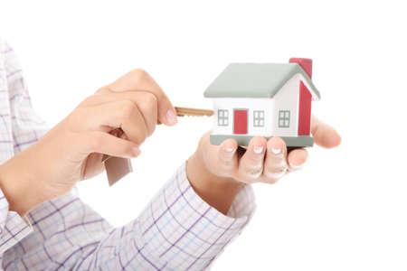 doorkey: Giovane imprenditrice (agente immobiliare) con il modello del tubo flessibile e chiavi Archivio Fotografico