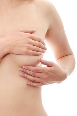 corps femme nue: Jeune femme adulte caucasienne, examinant ses seins des morceaux ou des signes de cancer du sein