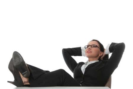 donna seduta sedia: Donna giovane e bella business, avere un periodo di riposo al posto di lavoro. Archivio Fotografico