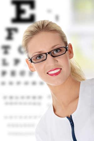 optometria: Samice okulista, samodzielnie na biały