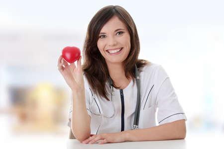 Giovane medico femmina con il cuore in mano.  Archivio Fotografico - 9013203