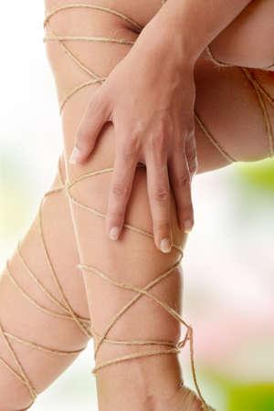 veine humaine: Concept de douleur jambes - jambes � �galit� avec corde
