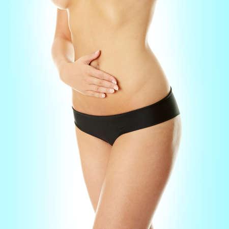 abdomen plano: Mano en el vientre aislada sobre fondo blanco