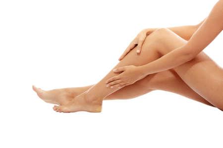 articulaciones: Lesi�n. Mujer sosteniendo en la pierna.