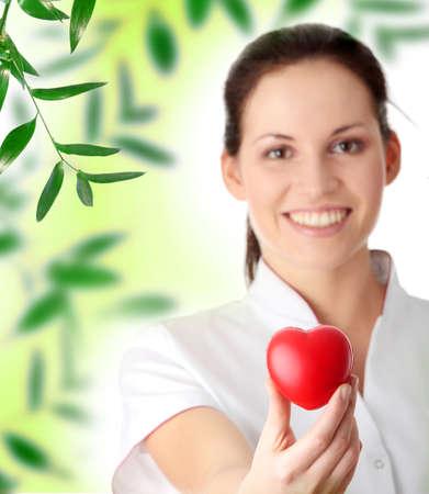 Young Krankenschwester mit Herz in der hand