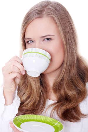 beleibt: Junge attraktive korpulente blond Frau trinkt Kaffee
