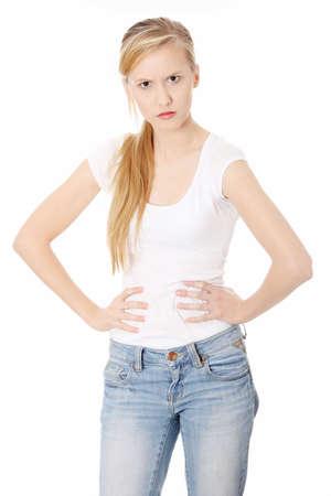 personne en colere: Gros plan d'un adolescent en col?, isol?ur fond blanc