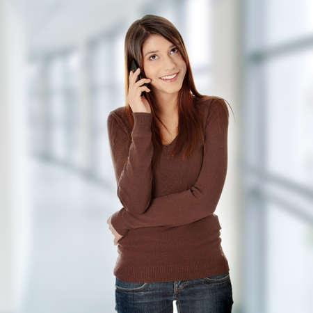 Подросток девушка с помощью мобильного телефона Фото со стока