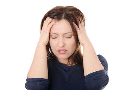 hoofdpijn: Vrouw met hoofdpijn met haar hand op het hoofd.  Stockfoto