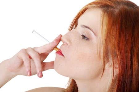 joven fumando: Primer plano de ni�a bonita adolescente fumar cauc�sico.