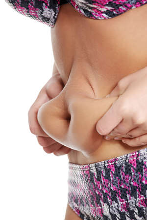 abdomen female: La grasa del vientre femenino. Aislado en blanco.
