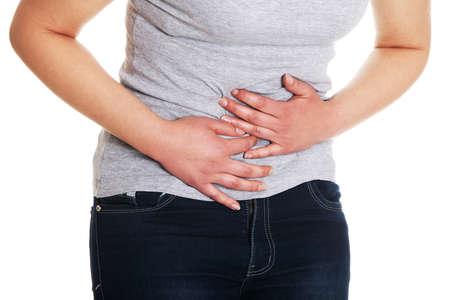 dolor abdominal: Mujer vientre palpitante dolor, aislados en fondo blanco Foto de archivo