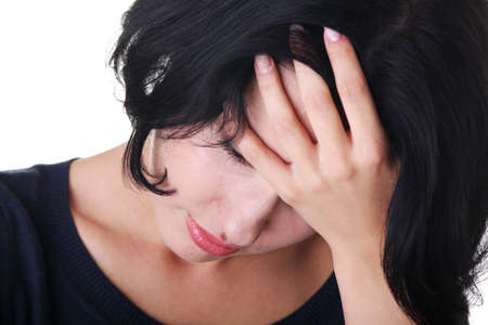 fille pleure: Jeune femme triste, avoir gros probl�me ou la d�pression, sur fond blanc Banque d'images
