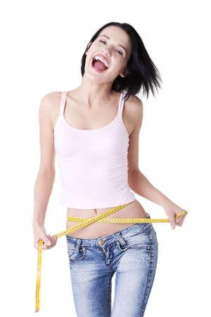 gordo y flaco: Mujer feliz joven que mide su cintura