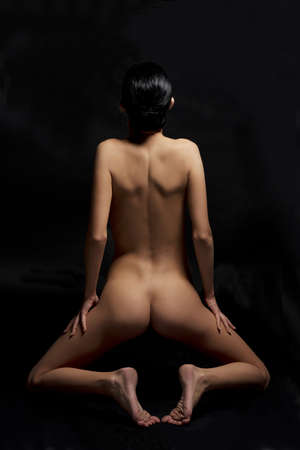 naked woman back: Sexy body nude woman. Naked sensual beautiful girl. Artistic color photo.
