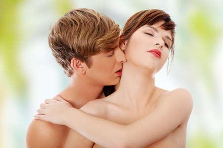 nackter junge: Junge Liebhaber intimen Kuss