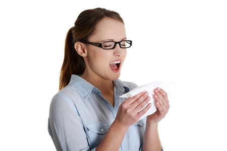 alergenos: Mujer joven con alergia o fr�o, aislado sobre fondo blanco