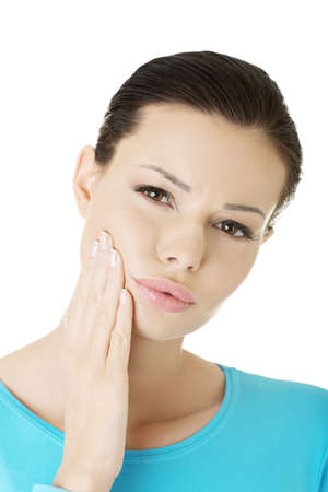 mal di denti: Donna con mal di denti, isolato su bianco