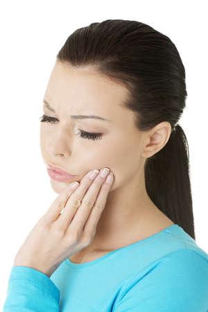 Donna con mal di denti, isolato su bianco
