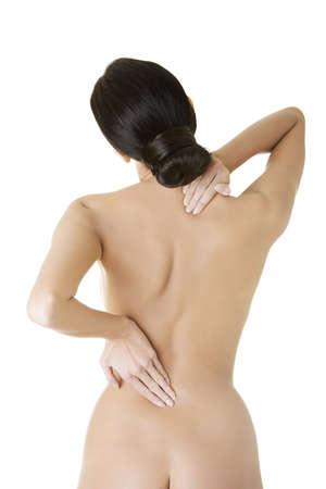 mujer desnuda de espalda: Mujer joven con dolor de espalda. Aislados en blanco