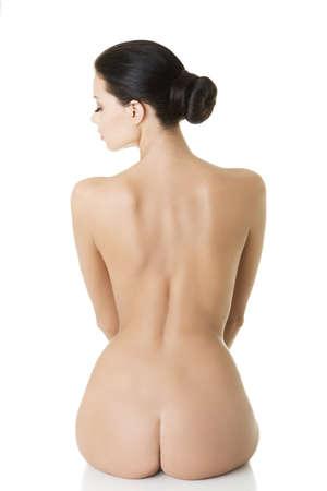 mujer desnuda sentada: Belleza joven mujer desnuda de espalda, aislado en blanco