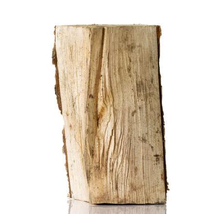 log fire: Tagliare log legna da betulla. Isolati su bianco.